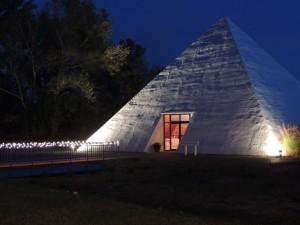 Pyramid_evening